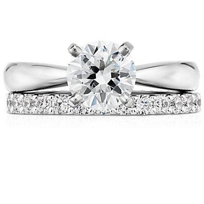 Anillo con pavé de diamantes en oro blanco de 14 k (1/2 qt. total)