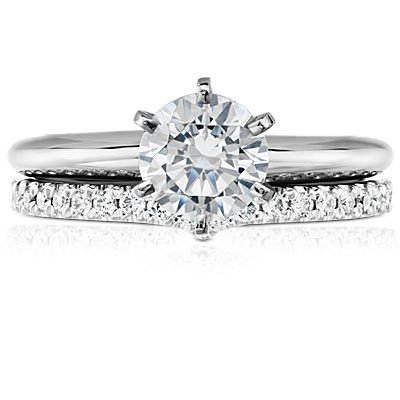 Clásico anillo de diamantes con curva en V en platino (1/5 qt. total)