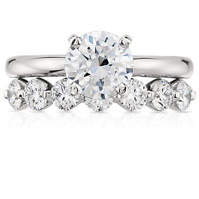 铂金经典浮动钻石戒指<br>(1 克拉总重量)