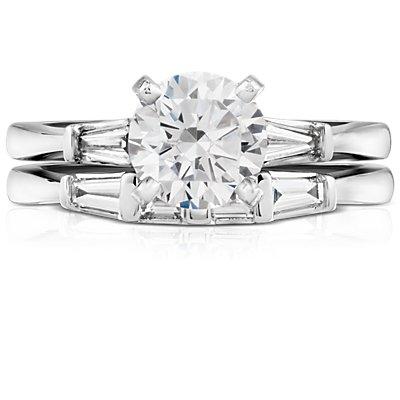 Anillo clásico con diamante cónico de talla baguette en platino (1/3 qt. total)