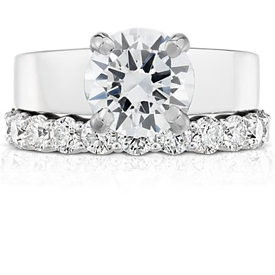 Anillo de eternidad de diamantes clásico en platino (1 3/4 qt. total)