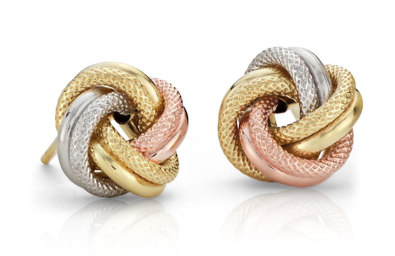 Aretes de tres nudos Love en oro tricolor de 14k