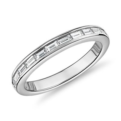 Anillo de eternidad con diamantes de talla baguette The Gallery Collection™ en platino (1 1/10 qt. total)