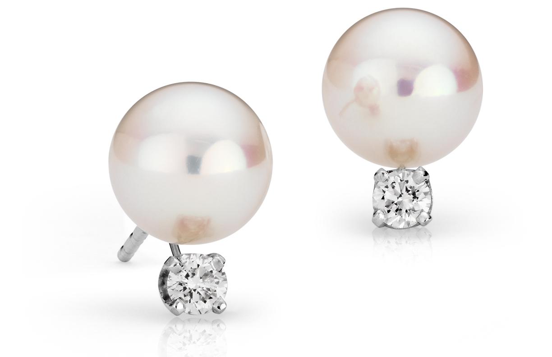 Aretes de diamantes y perlas de Akoya cultivadas Premier en oro blanco de 18 k (8,0-8,5mm)