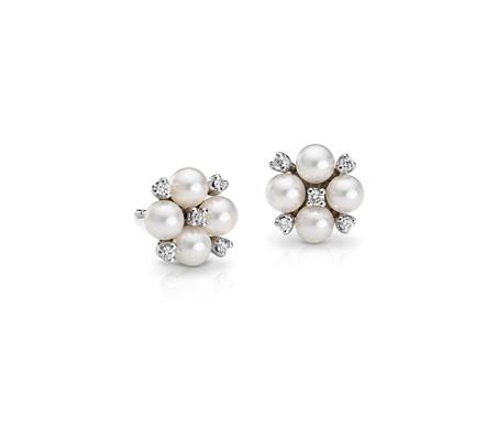 Aretes clásicos de diamantes y perlas cultivadas de Akoya en forma de racimo en oro blanco de 18 k (4mm)