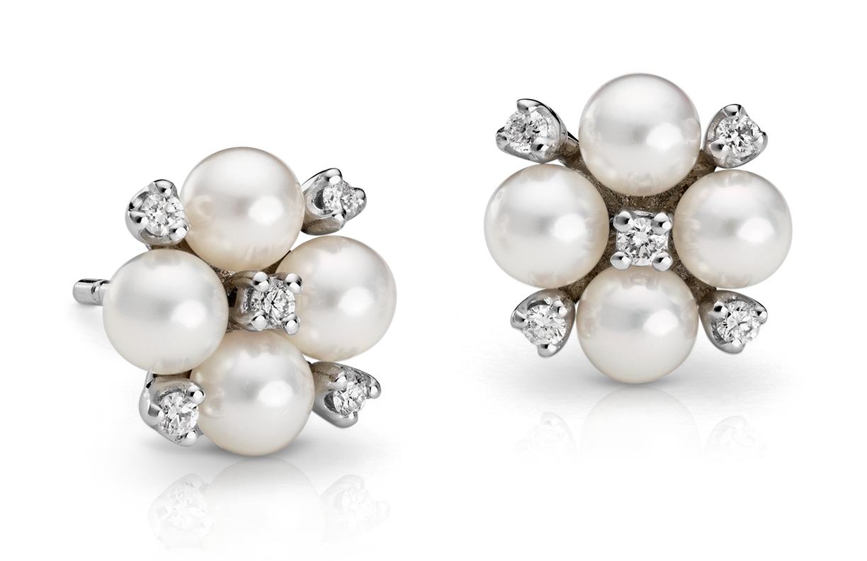 Boucles d'oreilles diamant et perle de culture d'Akoya en or blanc 18carats (4mm)