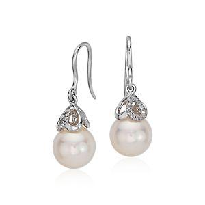 Aretes colgantes de diamantes y perlas cultivadas de Akoya en oro blanco de 18 k (8,5mm)