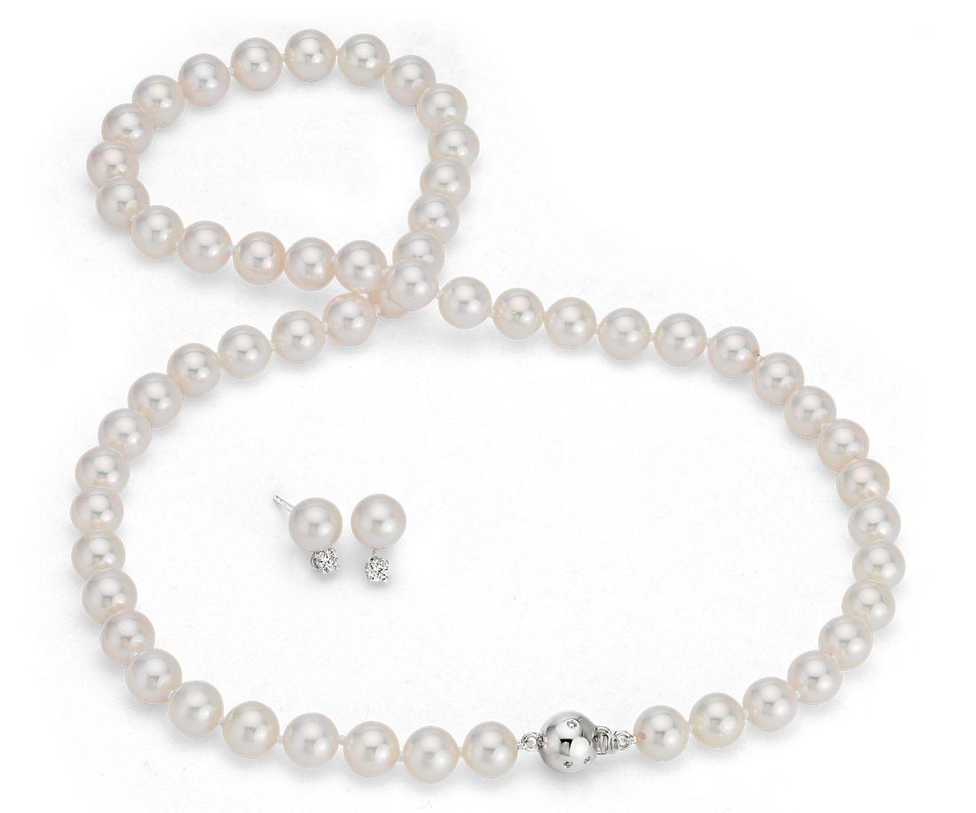 Juego clásico de collar y aretes de perlas cultivadas de Akoya de Blue Nile Studio en oro blanco de 18 k (7-7,5mm)