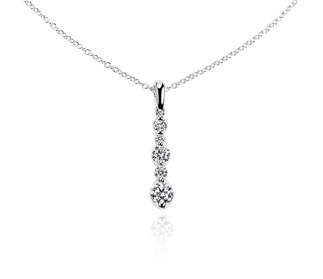 Alternating Size Diamond Drop Pendant in 14k White Gold (0.52 ct. tw.)