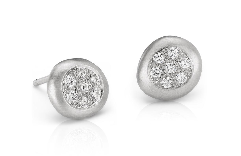 Aretes con puntos de diamantes en oro blanco de 14 k