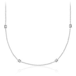 Fantaisies avec le collier en diamants taille Asscher Yard en or blanc 18carats (2carats, poids total)