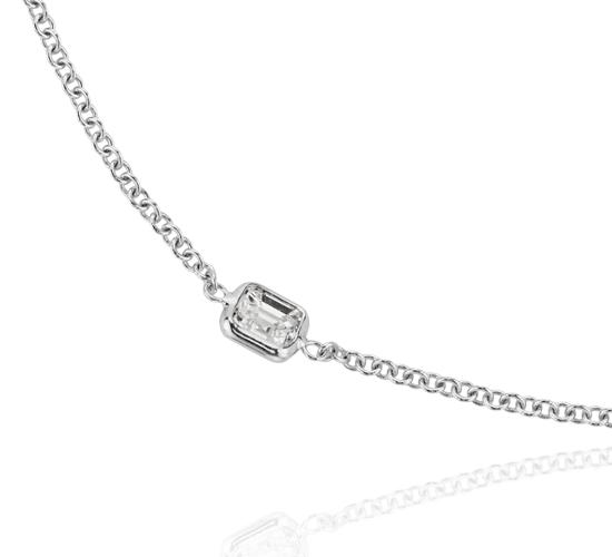Fantaisies avec le collier en diamants taille Asscher Yard en or blanc 18carats (4 1/2carats, poids total)