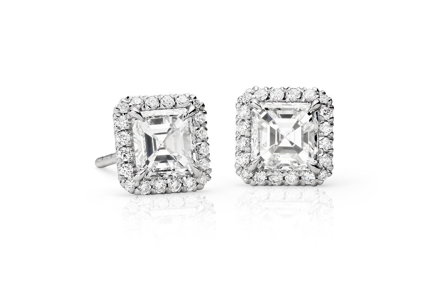 Aretes colgantes con diamantes de talla Asscher en oro blanco de 18 k (1,30 qt. total)