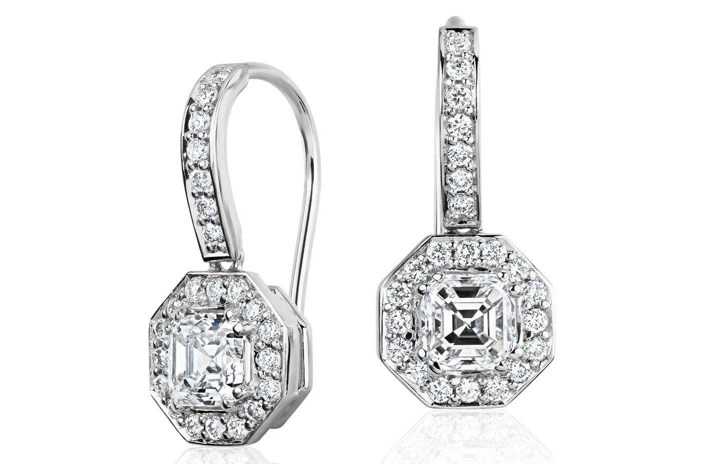 Aretes tipo argolla con diamantes de talla Asscher en oro blanco de 18 k (1 1/10 qt. total)