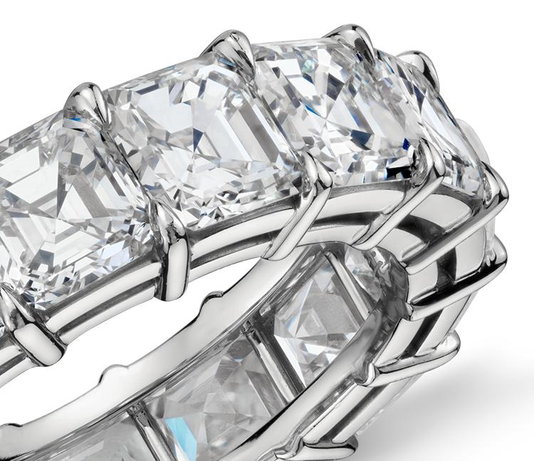 Bague d'éternité diamant taille Asscher en platine (8carats, poids total)