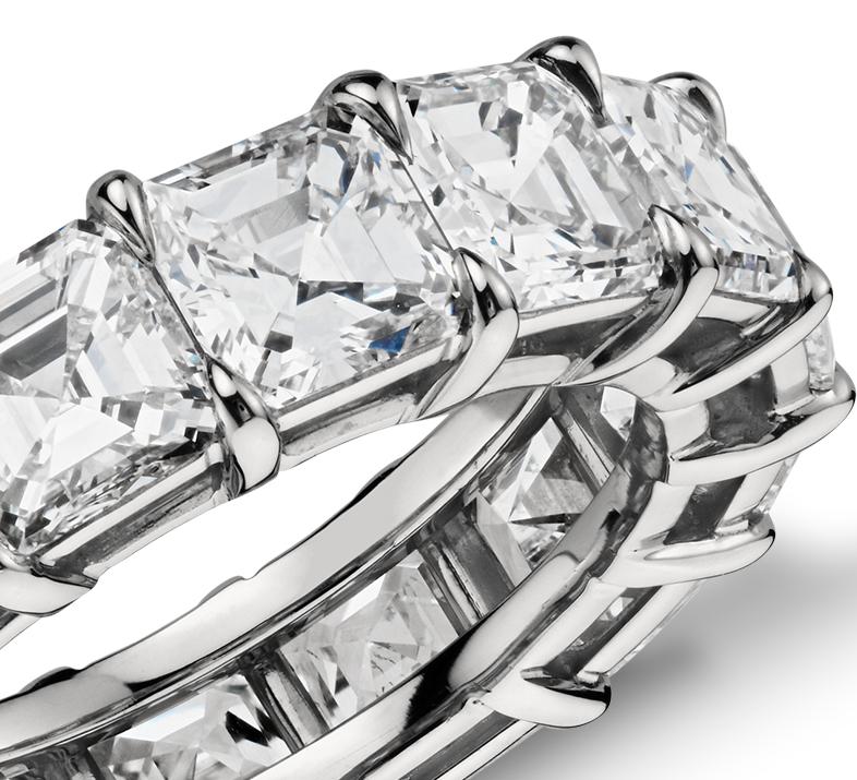 Anillo de eternidad de diamantes de talla Asscher en platino (9,50 qt. total)