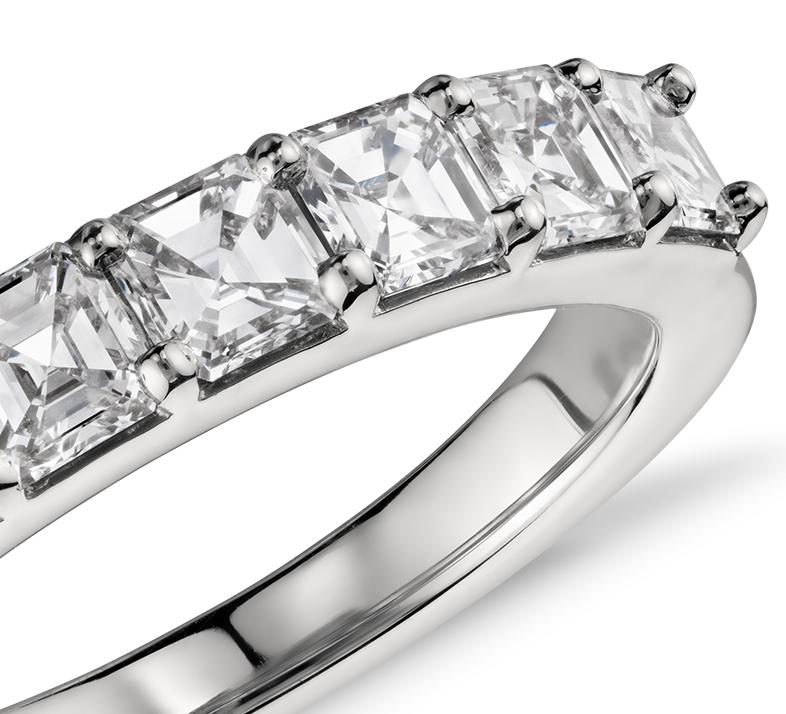 Anillo de diamantes de talla Asscher en platino (1,25 qt. total)