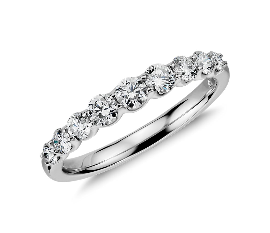 Graduated Diamond Ring in 14k White Gold