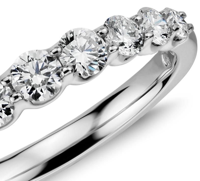 14k 白金 漸變式鑽石戒指( 1/2 克拉總重量)