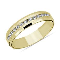 新款 14k 黃金斜邊戒緣迫鑲鑽石結婚戒指 (5毫米)