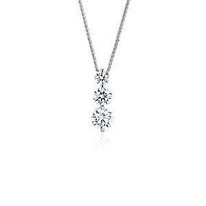 NOUVEAU Pendentif goutte à trois pierres flottantes diamant Signature Blue Nile en platine (1,20carats, poids total)
