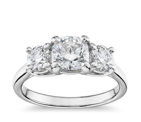 鉑金 Blue Nile 精選級理想型切割三石公爵夫人鑽石戒指<br>( 1.7 克拉總重量)