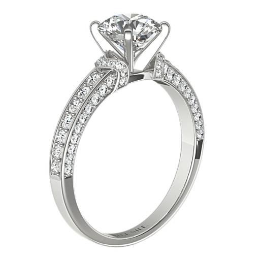 Anillo de compromiso del Studio de Blue Nile de diamantes con pavé estilo Imperial