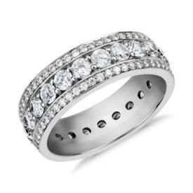 NUEVO. Anillo de eternidad de diamantes Stella de Studio de Blue Nile, en platino (2 qt. total)