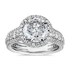 Bague de fiançailles graduée avec triple halo de diamants sertis pavé Blue Nile Studio en platine