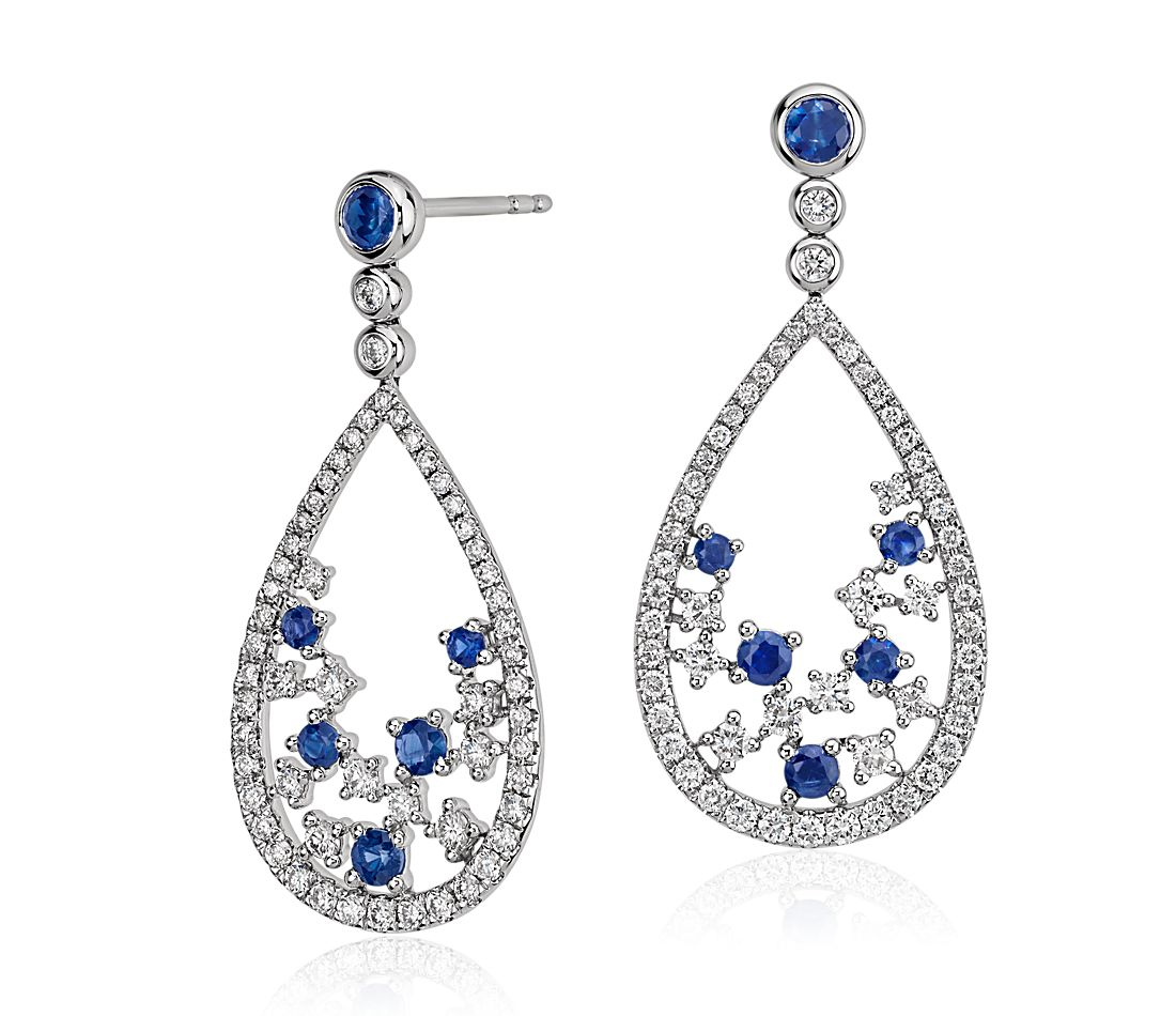 Pendant d'oreille larme floral diamant et saphir, Blue Nile Studio Something Blue en or blanc 18 carats