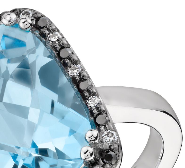 Anillo de topacio azul con halo de diamantes de Robert Leser en oro blanco de 14 k (12x10mm)