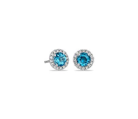 Aretes con micropavé de diamantes y topacio azul en oro blanco de 18 k (5mm)
