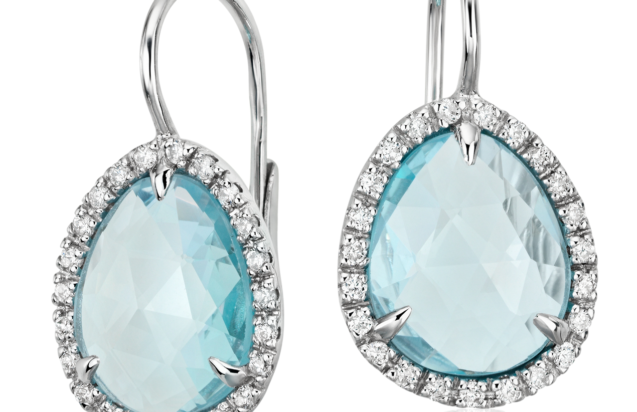 Petite boucle d'oreilles halo de diamant et topaze bleue en or blanc 14carats (11x9mm)