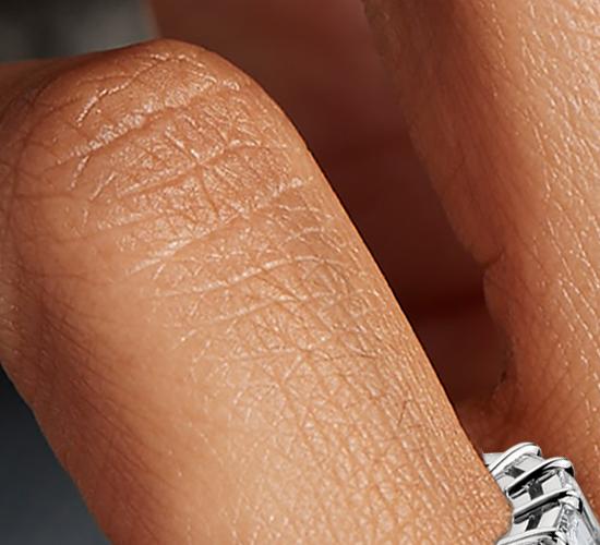 Bague d'éternité en diamant taille émeraude et brillant en platine (7,50carats, poids total)