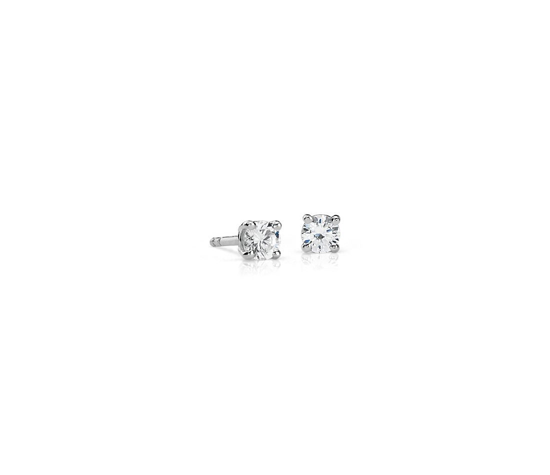 Aretes de diamantes canadienses en oro blanco de 18 k (1/3 qt. total)