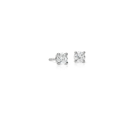 Aretes de diamantes canadienses en oro blanco de 18 k (1/2 qt. total)