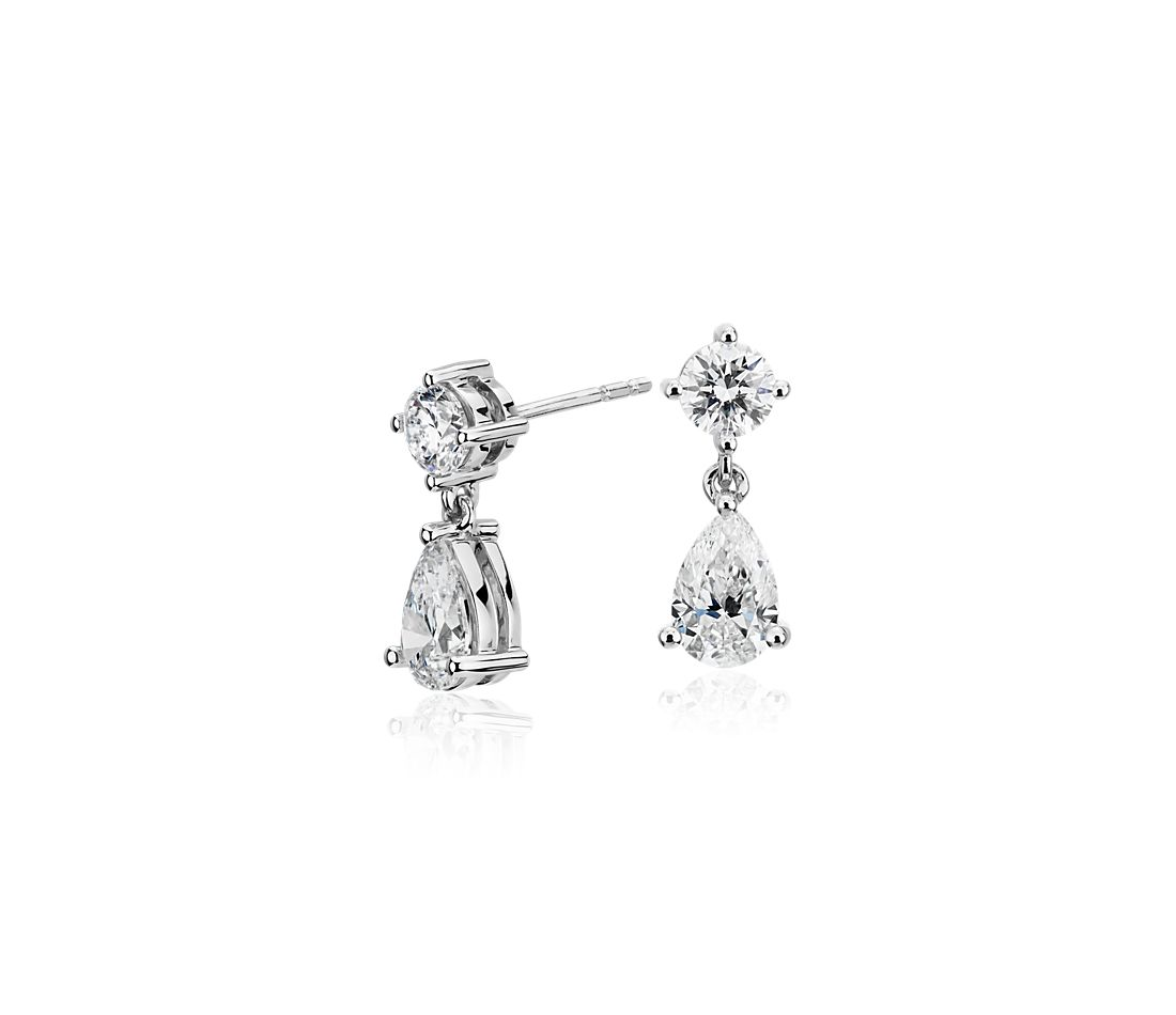 Aretes colgantes de diamantes canadienses en oro blanco de 18 k (1,50 qt. total)