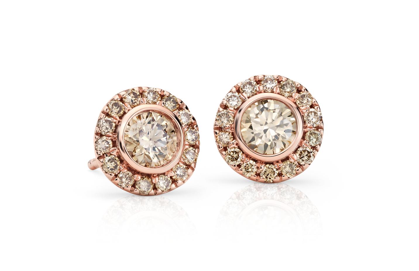 Aretes con halo de diamantes champagne en oro rosado de 14k (1 qt. total)