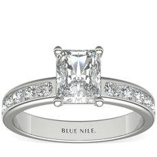 铂金槽镶钻石订婚戒指<br>(1/2 克拉总重量)
