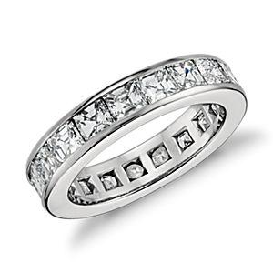 Anillo de eternidad de diamantes de talla Asscher con montura de canal en platino (4,5 qt. total)
