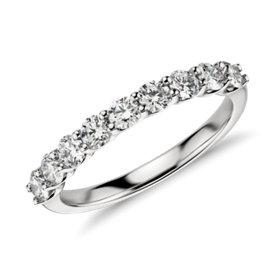 Anillo clásico de diamante Belle en platino (3/4 qt. total)
