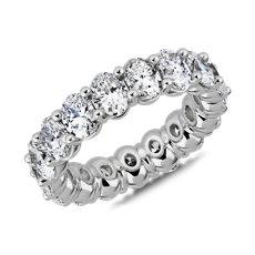 新款鉑金經典橢圓形切工鑽石永恆戒指 (5 1/2 克拉總重量)