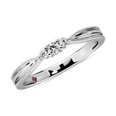 新款 18k 白金三石尖顶锯状滚边钻石女士戒指