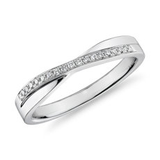 Crossover Diamond Female Ring in 18k White Gold (1/10 ct. tw.)