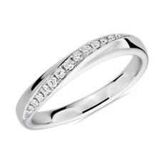 新款 18k 白金弓式镶钻女士戒指<br>(1/8 克拉总重量)