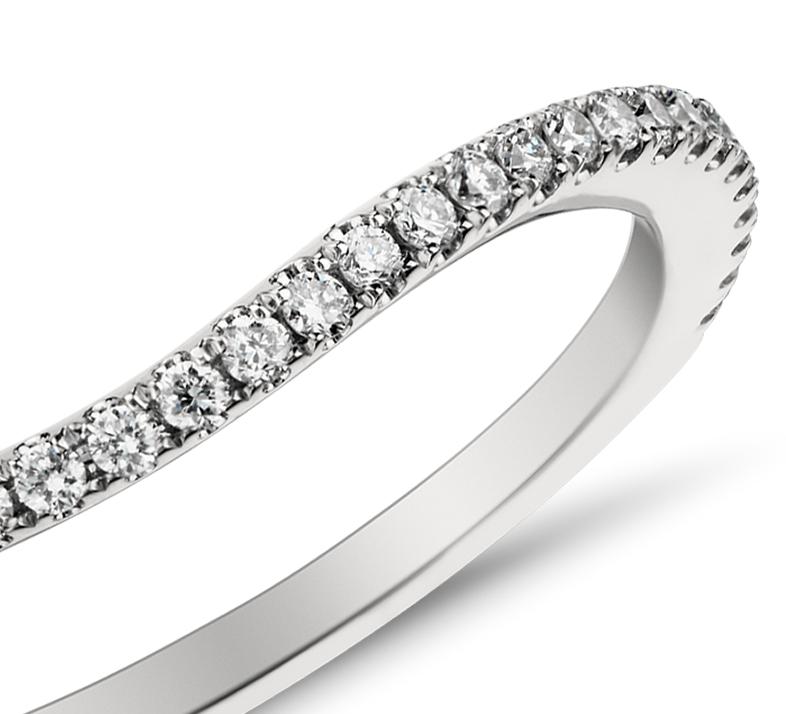 Bague incurvée en diamants sertis pavé Monique Lhuillier en platine (1/5carat, poids total)