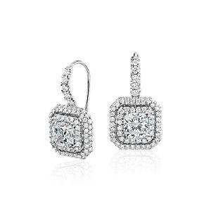 Aretes colgantes con doble halo de diamantes de talla cojín en oro blanco de 18 k