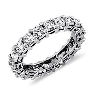 铂金垫形钻石永恒戒指(3 克拉总重量)