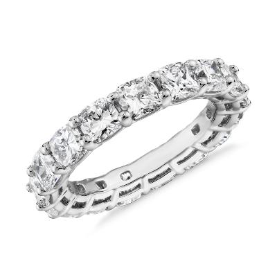 新款铂金垫形钻石永恒戒指<br>(5.0 克拉总重量)