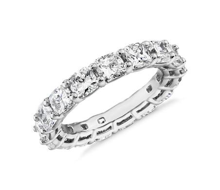 Bague d'éternité diamant taille coussin en platine (5,0carats, poids total)